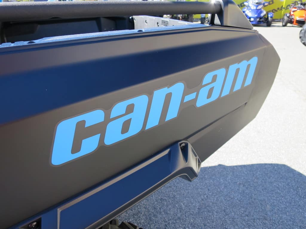 can am commander logo