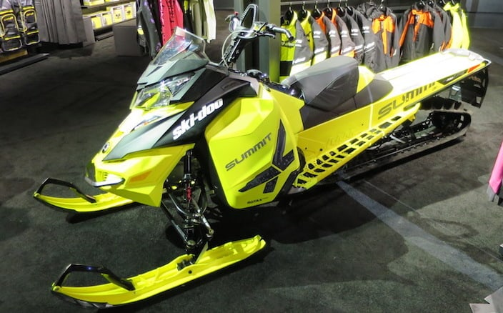 9 Must Have Snowmobile Accessories